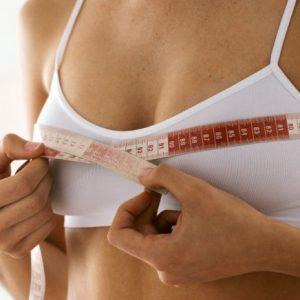 Преимущества маленькой груди и как правильно подчеркнуть их