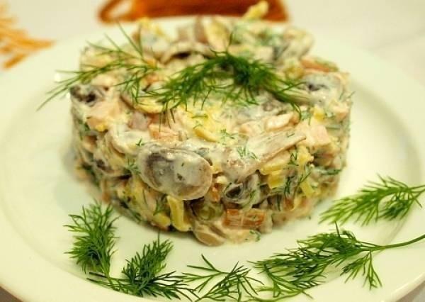 Салат из грибов, куриной печени и сыра