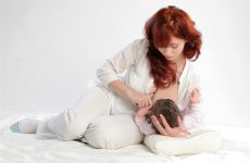 Обзор всех удобных поз для кормления ребенка грудью