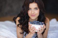 Какие ягоды полезны при кормлении грудью: брусника, черника, малина