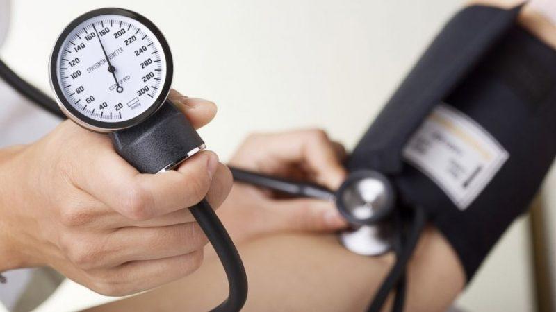 Как снизить давление во время грудного вскармливания