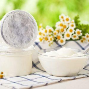 Сметана и йогурт в рационе кормящей женщины: выбор и домашние рецепты